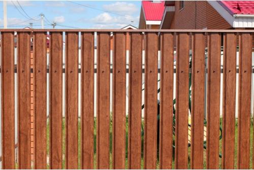 Штакетник – легкий, изящный и надежный забор